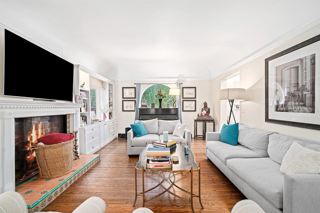 16526 Las Casas Place, Pacific Palisades, California 90272, 4 Bedrooms Bedrooms, ,5 BathroomsBathrooms,Home,For Sale,Las Casas Place,1115