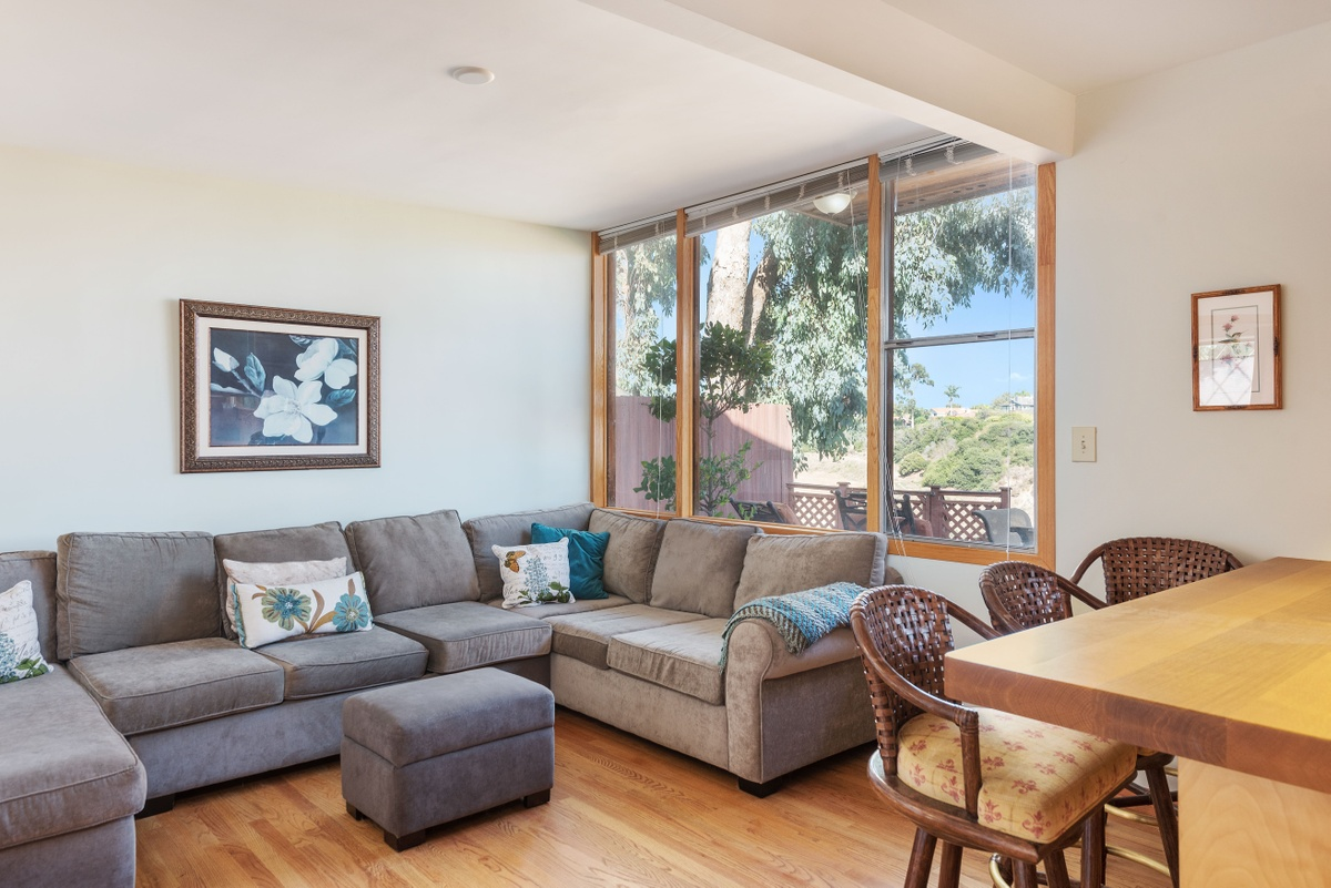 15215 W Friends St,Pacific Palisades,California 90272,3 Bedrooms Bedrooms,3 BathroomsBathrooms,Home,W Friends St,1024