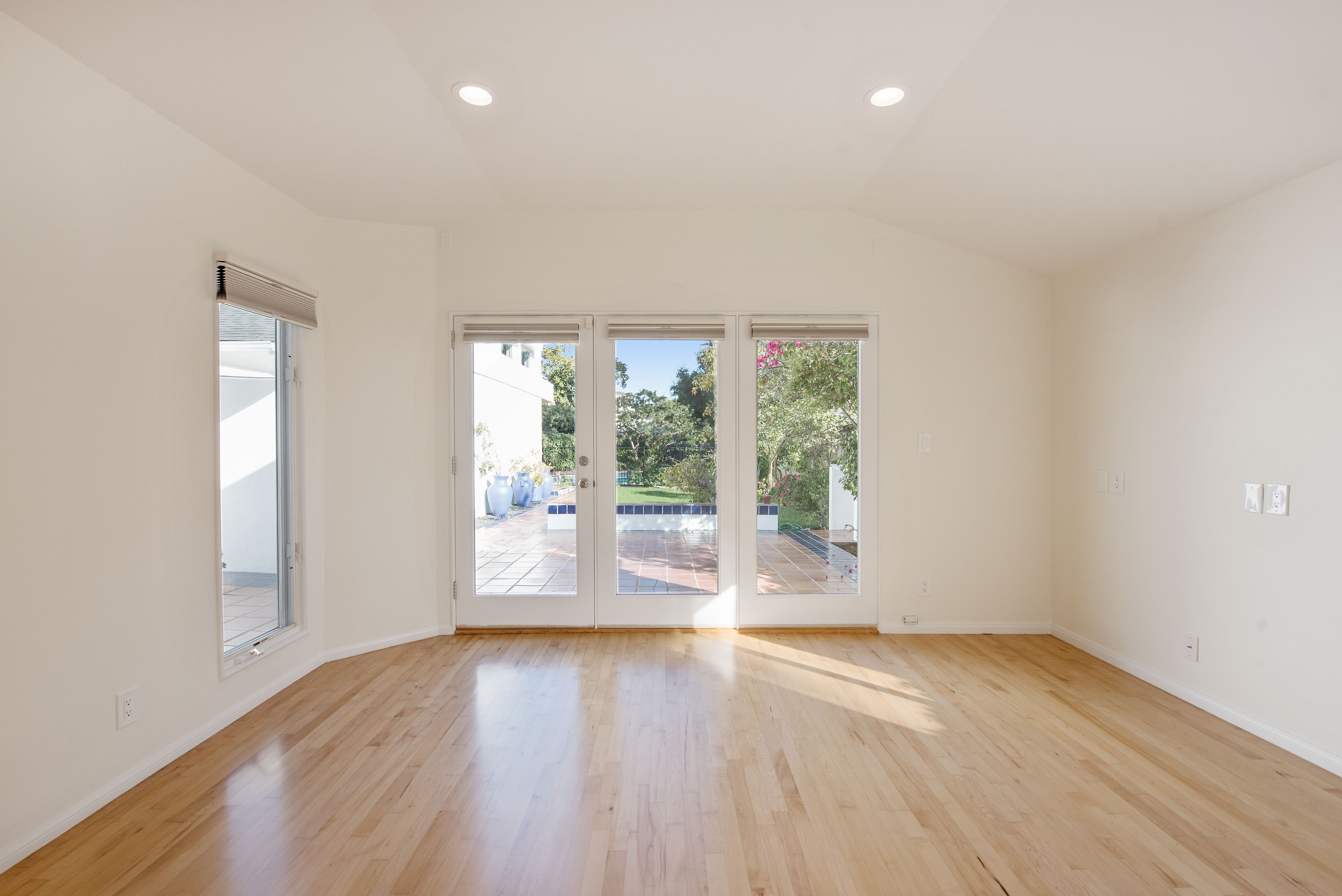 556 swarthmore,California 90272,2 Bedrooms Bedrooms,2 BathroomsBathrooms,Home,swarthmore,1063
