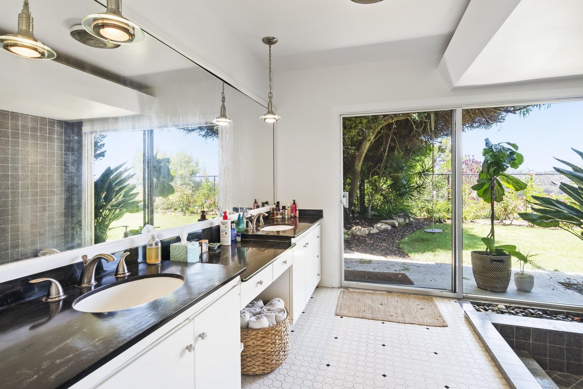 18008 Sea Reef,Pacific Palisades,California 90272,5 Bedrooms Bedrooms,3 BathroomsBathrooms,Home,Sea Reef,1090